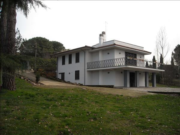 SUTRI, 50 km von Rom, Villa ca. 250 m2 WFL, ca. 4.000 m2 Park