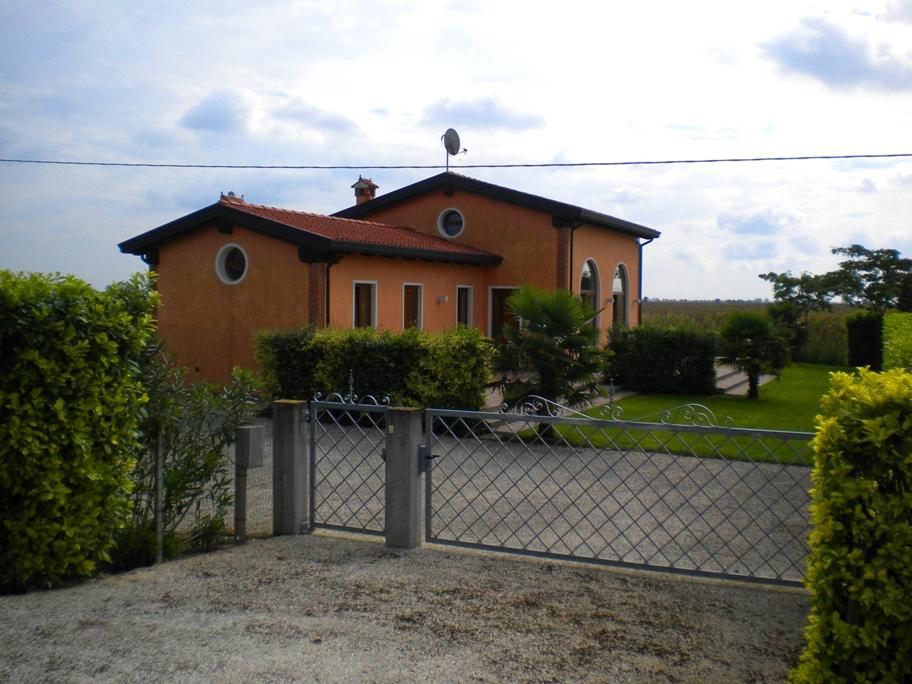 Nahe CAORLE / VENETO, neu erbauter BUNGALOW