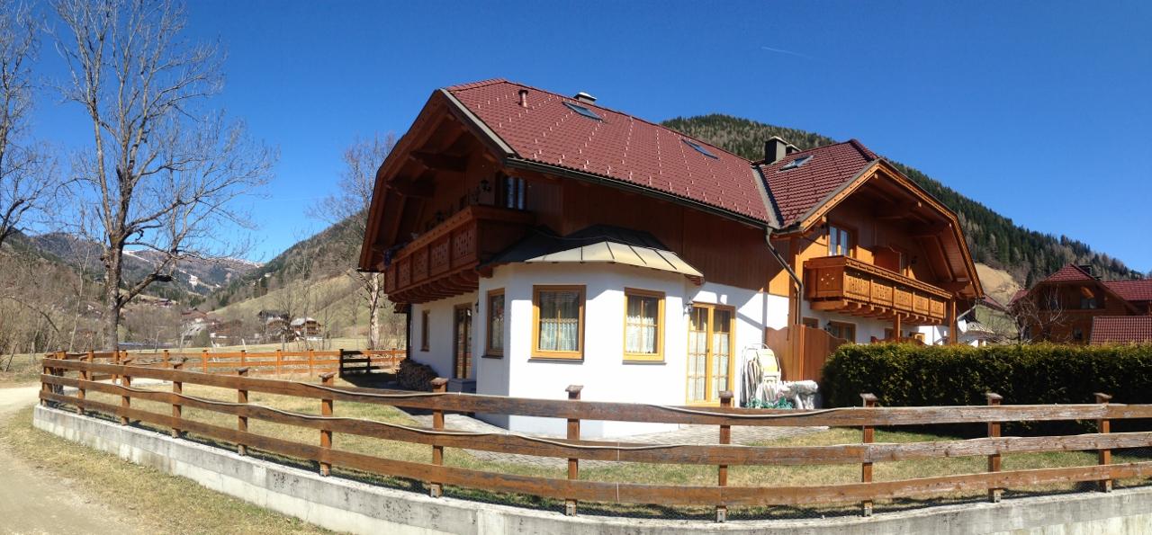 Bad Kleinkirchheim, Kaernten, wunderschoenes Eck-Reihenhaus in Obertschern