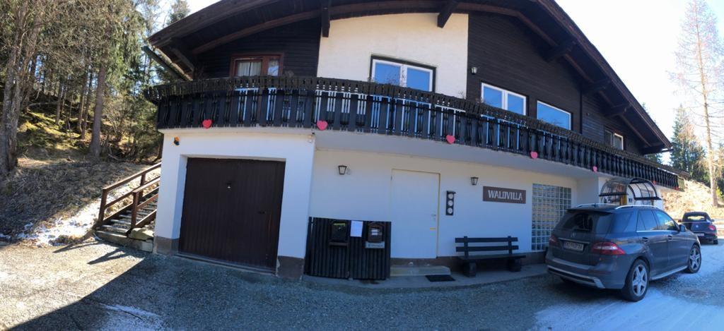 Bad Kleinkircheim, Waldvilla (MIRELLA), Haus mit 4 Wohneinheiten, Blick ins Tal, zu Fuss zur Piste