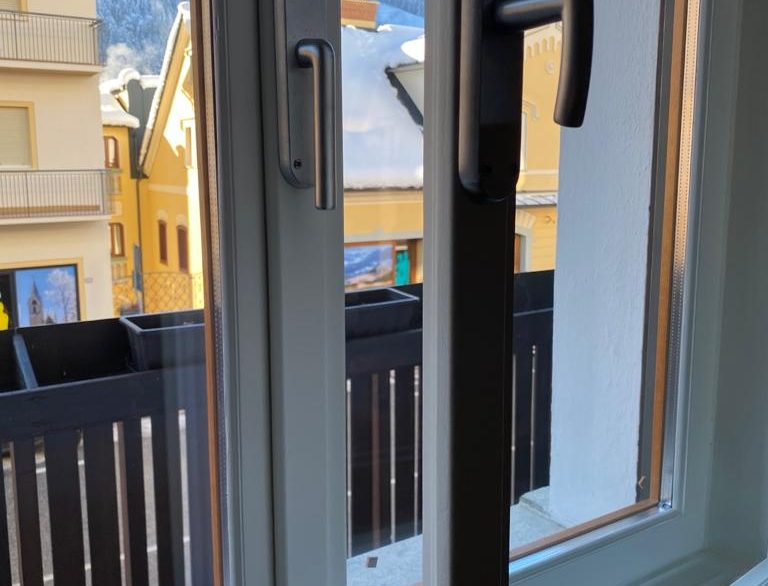 Infissi finestre doppie con thermopane