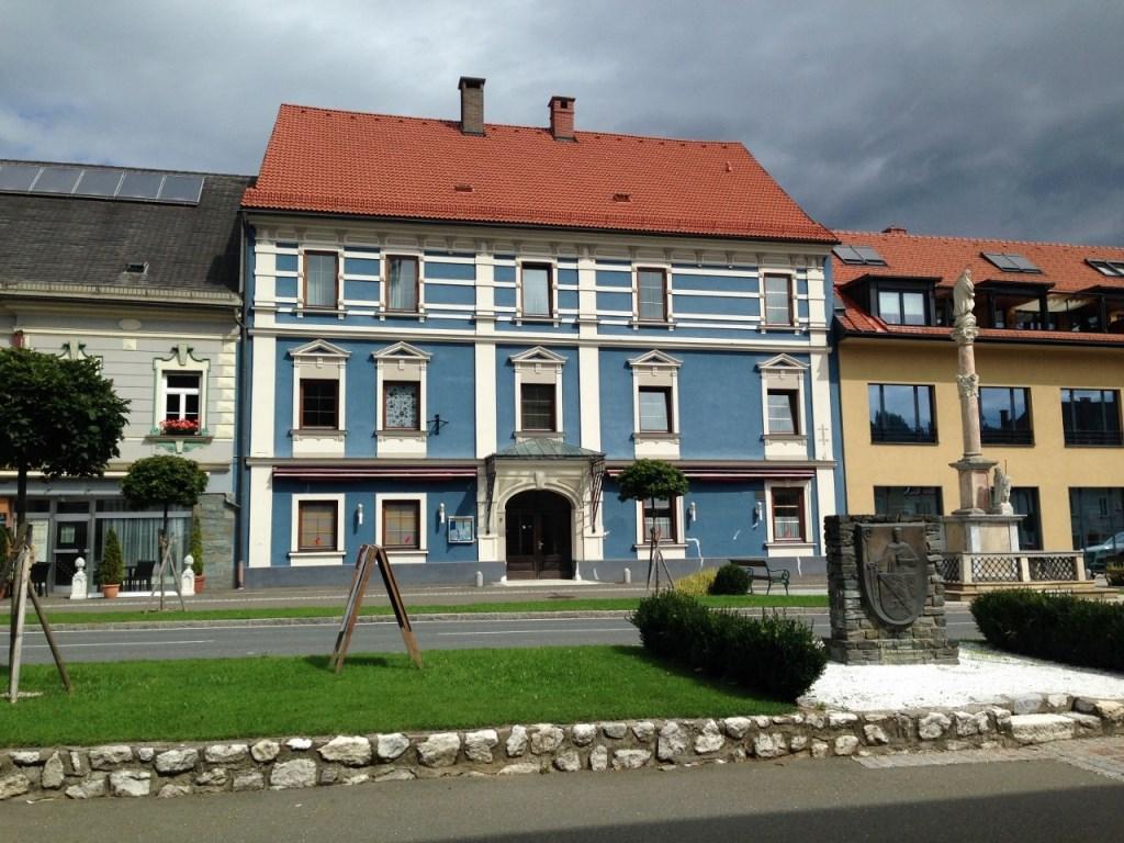 Bad St Leonhard, Kaernten, Historisches Stadthaus im Zentrum