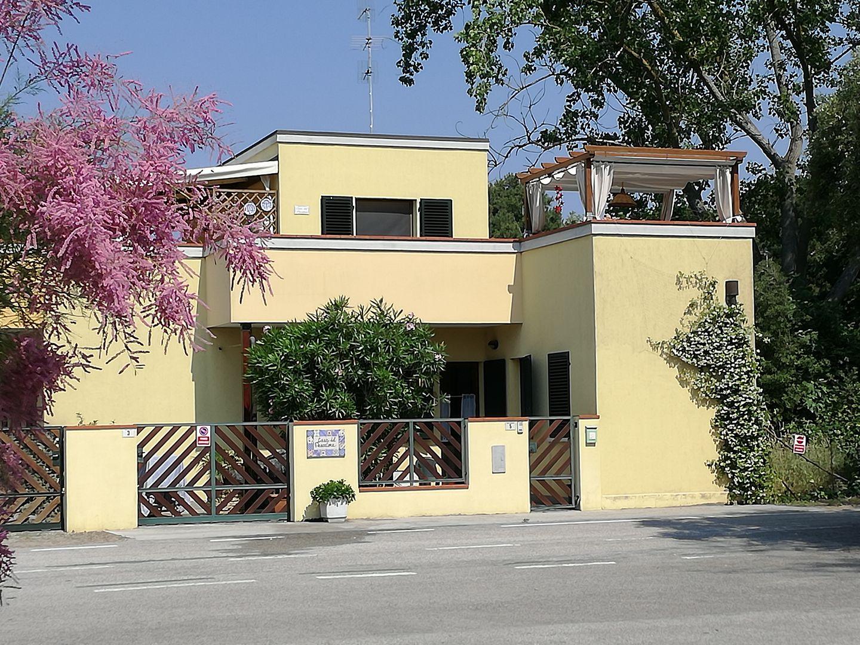 LIDO di VOLANO,( Aptm. Lauro) Region EMILIA ROMAGNA, 100m zum MEER, abgeschlossene, idyllische  Wohneinheit mit Gartenanteil im modernen  3 Familienhaus