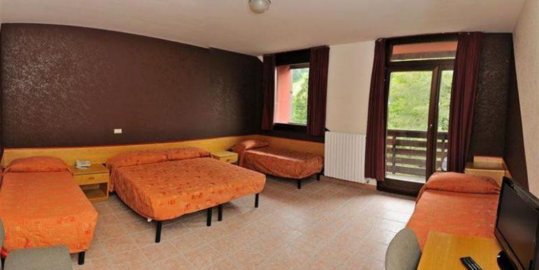 camera 3 4 persoane