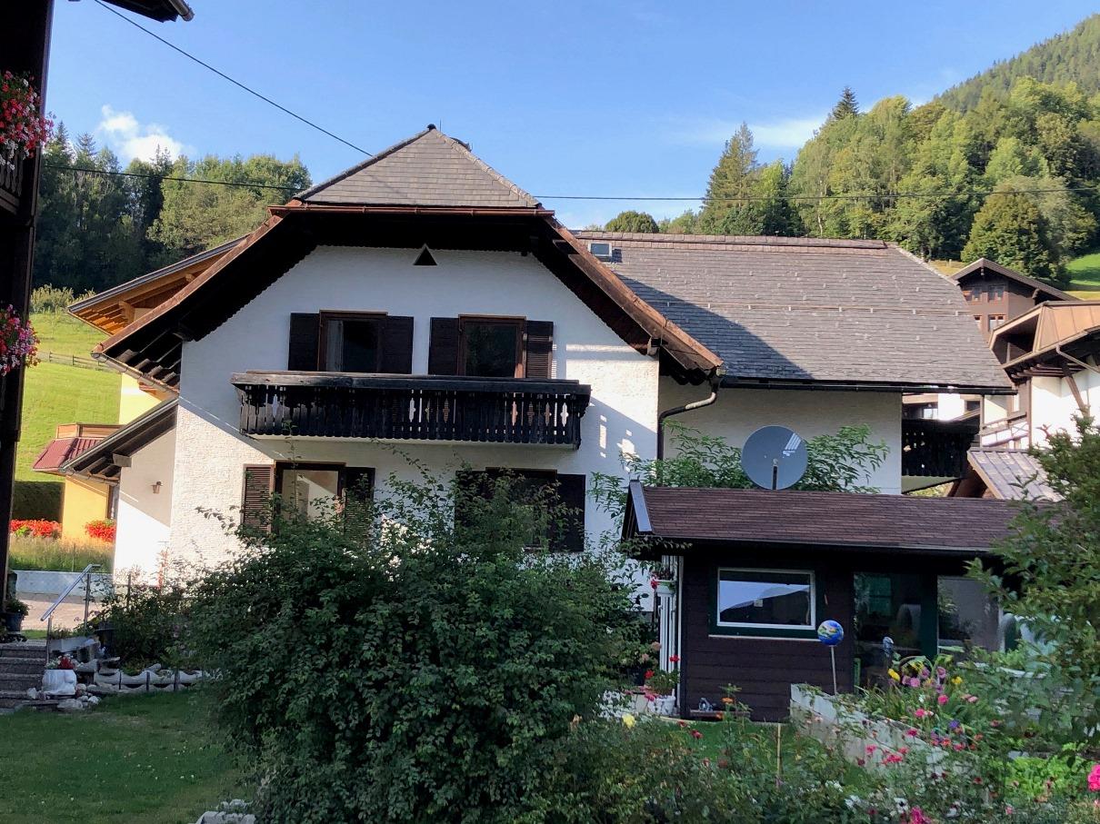 Bad Kleinkirchheim, Kaernten, grosses Haus in Toplage (BACHHAUS), renovierungsbeduerftig, sonnig, schoener Grund